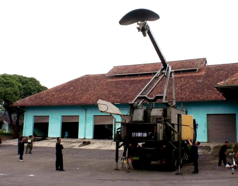 Indonesian Army Giraffe Radar maintenance at Artillery Anti Aircraft Battalion by M-3's engineer at Malang East Java, in year 2012